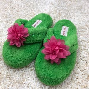 American Girl fuzzy slippers Size 1-3